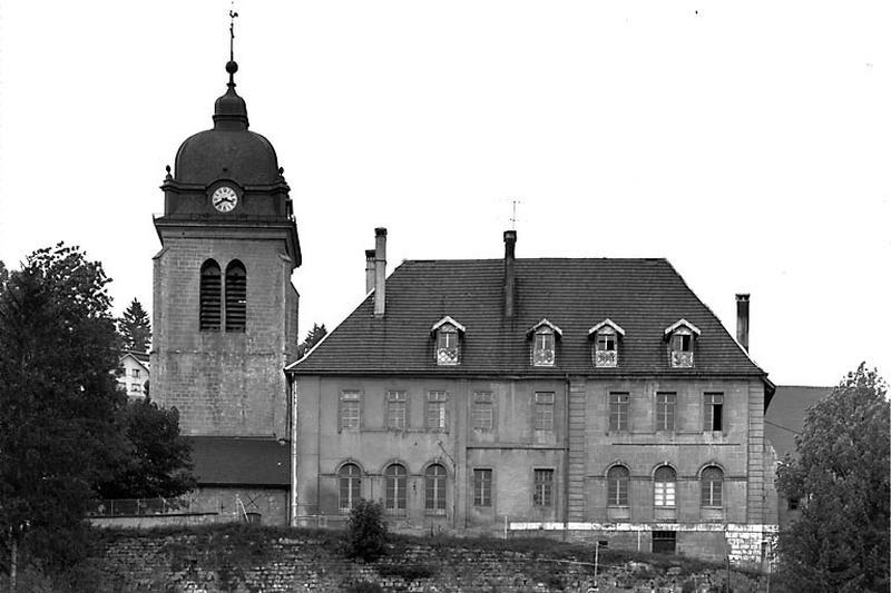 couvent de bénédictins, actuellement école et église paroissiale de l'Assomption