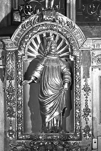 2 statues : saint Yves et saint Vernier