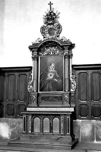 2 autels, 2 retables (autels secondaires du Sacré-Coeur de Jésus et du Sacré-Coeur de Marie)