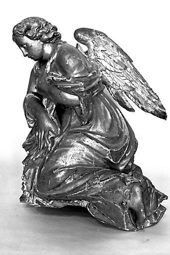 2 statues : anges (n° 1)