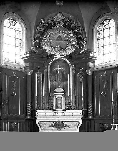 Autel, 2 gradins d'autel, tabernacle, retable, lambris de demi-revêtement (ensemble du maître-autel)