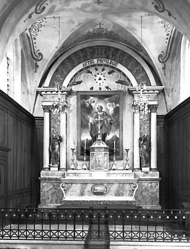 Autel, 2 gradins d'autel, tabernacle, retable (ensemble du maître-autel)