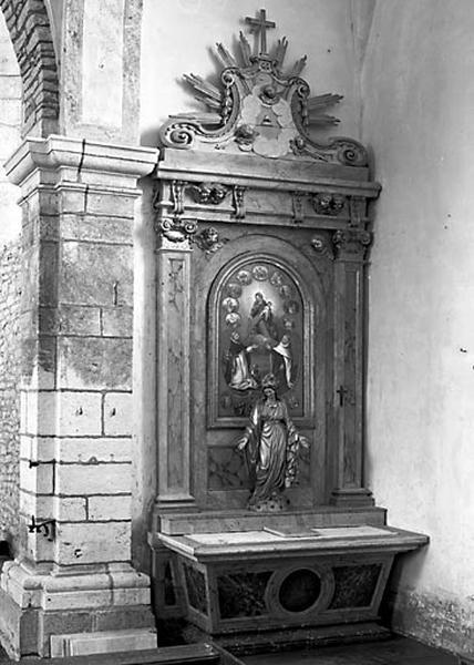 2 autels, 2 gradins d'autel, 2 retables (2 autels secondaires)