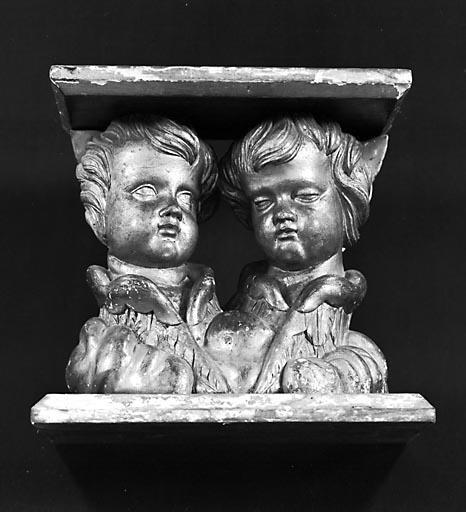 Groupe sculpté (fragment) : têtes d'anges