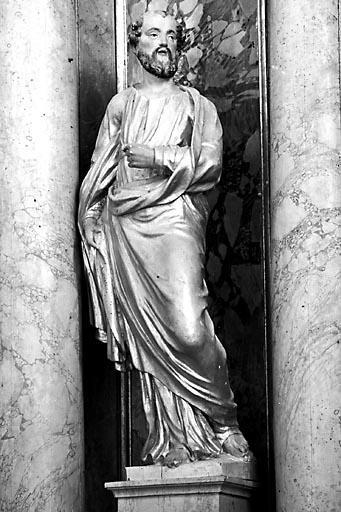 2 statues : saint Paul et saint Pierre