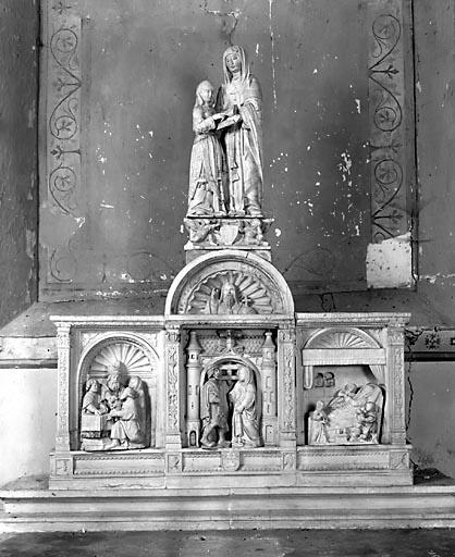 Retable, 4 groupes sculptés