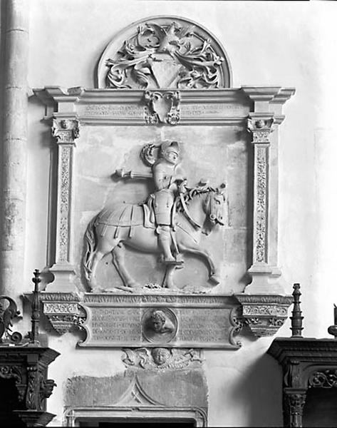 Demi-relief : le sire Henri de Joux