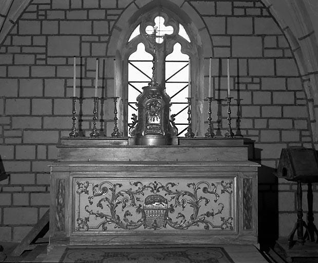 Autel, 2 gradins d'autel, tabernacle (ensemble du maître-autel)