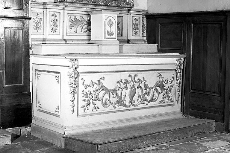 2 autels, 2 gradins d'autel, tabernacle (2 autels secondaires)