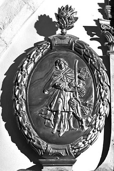2 bas-reliefs : saint Vernier et saint Antide