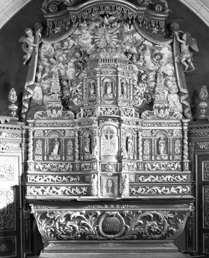 Autel, 3 gradins d'autel, tabernacle et retable (ensemble du maître-autel)