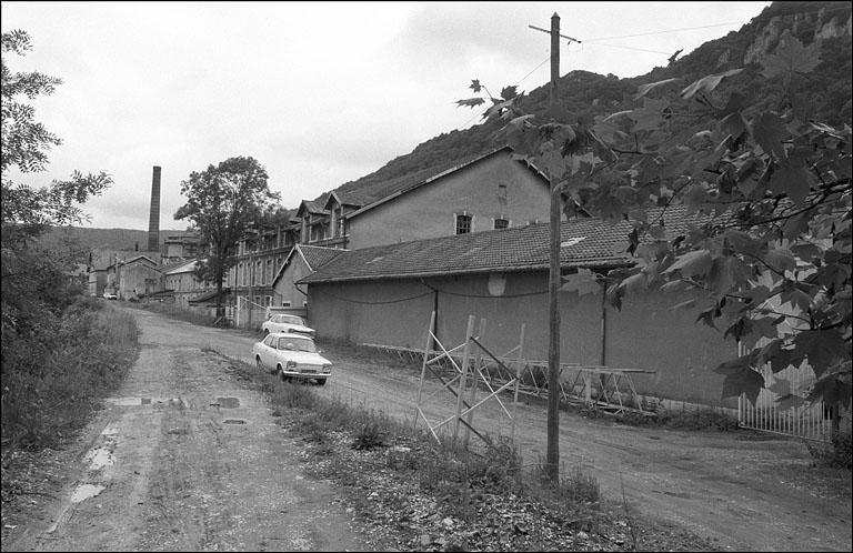 Filature Courlet et Renaud, puis usine de papeterie Outhenin-Chalandre et Fils, puis Société Anonyme des Papeteries de France, actuellement centrale hydroélectrique, atelier et entrepôt municipal