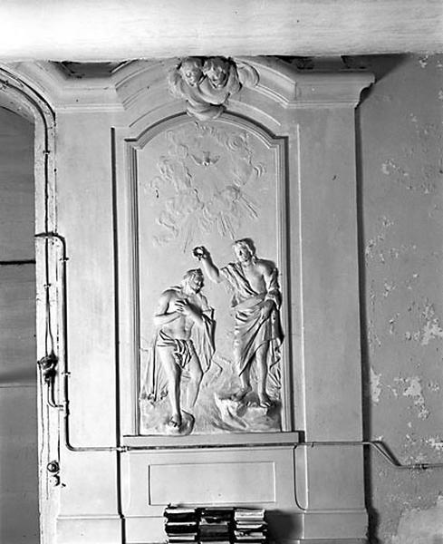 Fonts baptismaux et 2 retables : le Baptême du Christ et Jésus au Jardin des Oliviers