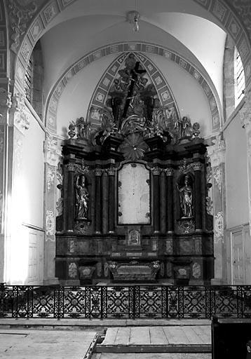 Autel, 2 gradins d'autel, tabernacle, retable, 2 statues (ensemble du maître-autel)