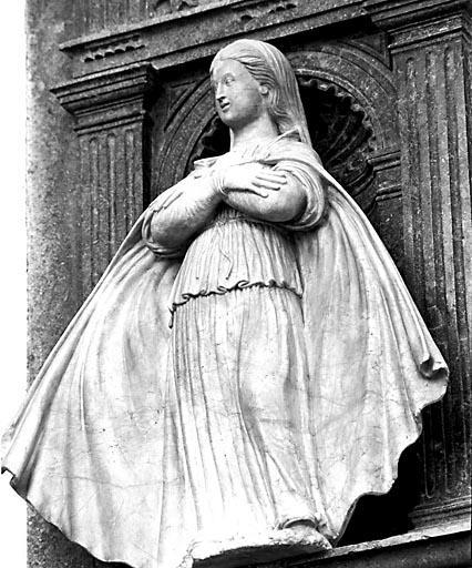 Statuette : Vierge aux bras croisés
