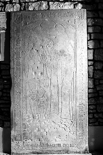 Dalle funéraire de Jean d'Arguel, seigneur de Bard, et de Girarde d'Amange, sa femme
