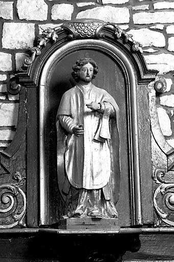 2 statues : prêtre et son diacre