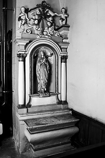 2 autels, 4 gradins d'autel, 2 retables (2 autels secondaires)