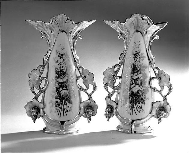 1er ensemble de 2 vases à fleurs