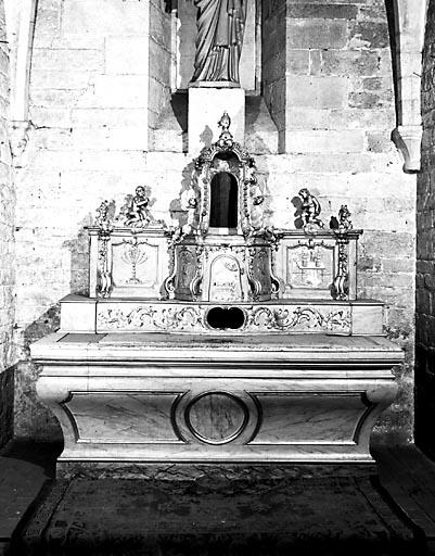 Autel, gradin d'autel, tabernacle, exposition (autel secondaire de la chapelle à gauche du choeur)