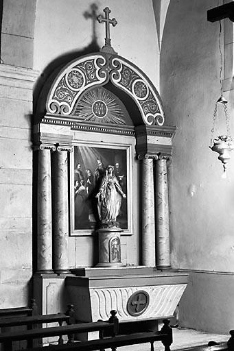 2 autels, 2 tabernacles, 2 retables (2 autels secondaires)