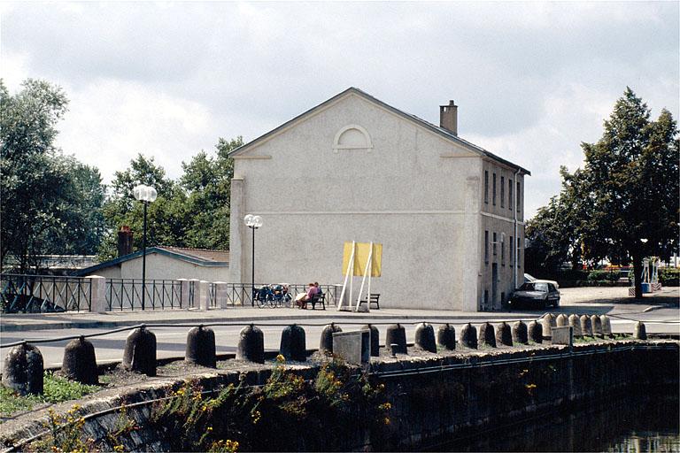 moulin à blé, scierie dits le Moulin à bateau puis moulin Barraux, actuellement immeuble de bureaux