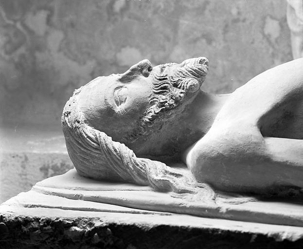 Statue : Christ gisant
