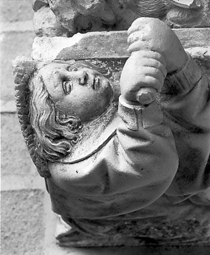 Console ornée d'un ange céroféraire