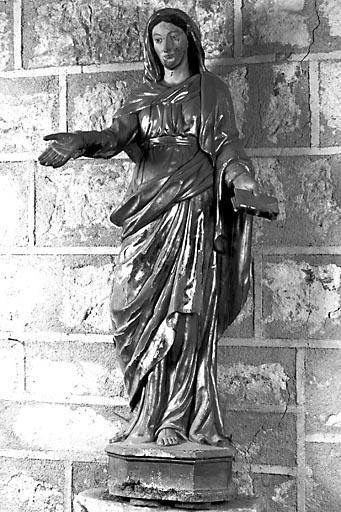 Statue : femme tenant un livre (la Foi ?)