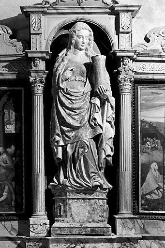 Statue : sainte Madeleine myrophore