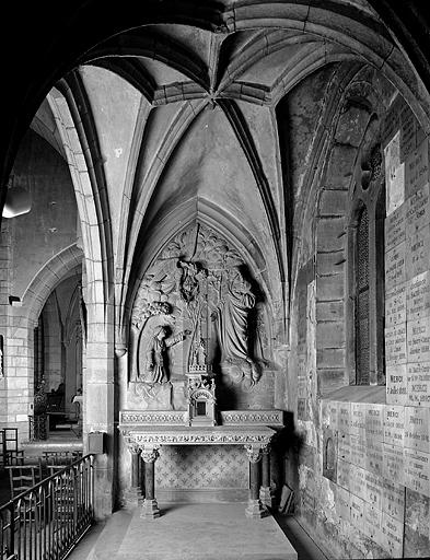 ensemble de l'autel, tabernacle, relief de sainte Marguerite-Marie Alacocque
