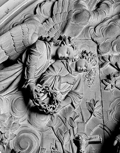 Relief : sainte Marguerite-Marie Alacoque et le Sacré-Coeur