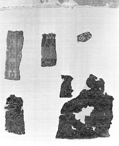 4 fragments de pièces de tissus de soie (n° 2)