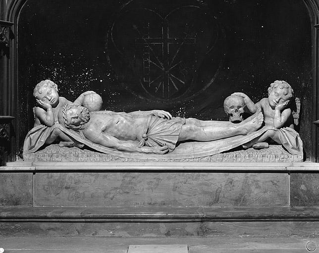 statue du retable de la première chapelle gauche : le Christ mort