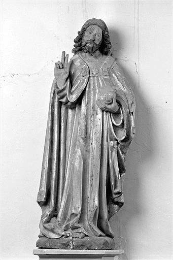 statue : Christ bénissant