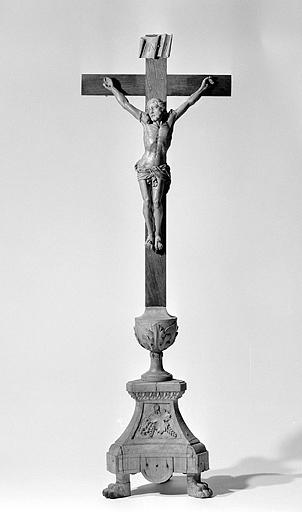 5 chandeliers d'autel et croix d'autel