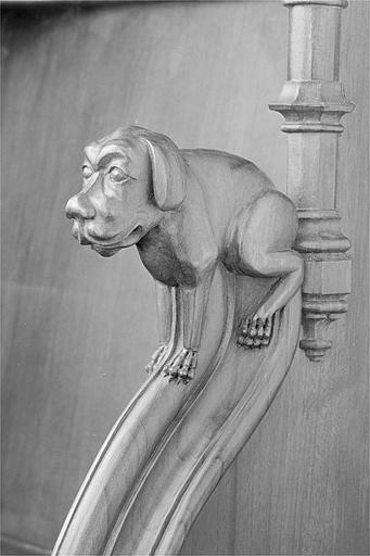 12 statuettes et 4 bas-reliefs des appuis-mains des stalles sud