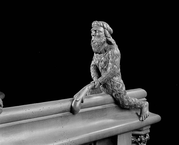 8 statuettes des jouées basses des stalles nord