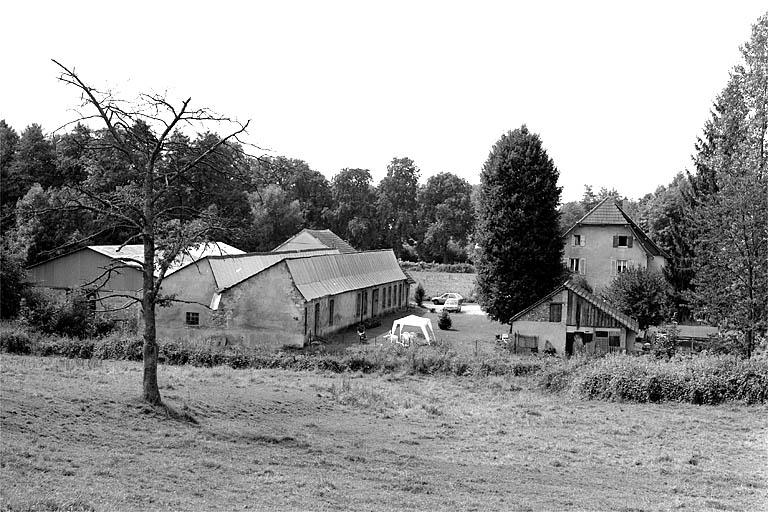 moulin à farine Noblat, puis usine de peausserie Chagué, puis exploitation agricole, actuellement maison