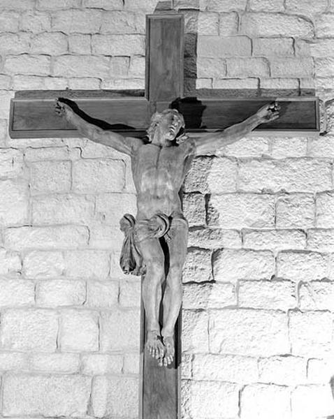 1ère croix : Christ en croix