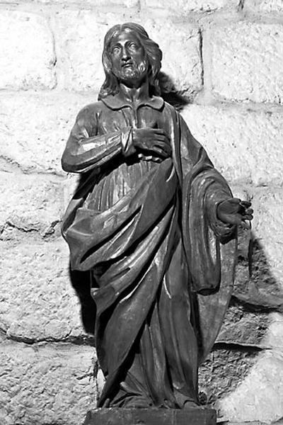 2 statues : le Christ et un saint