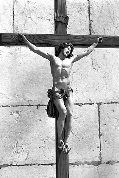 2e croix (statuette) : Christ en croix