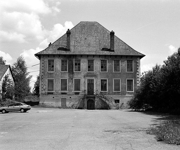 Château, puis tréfilerie et usine de petite métallurgie dites le Château