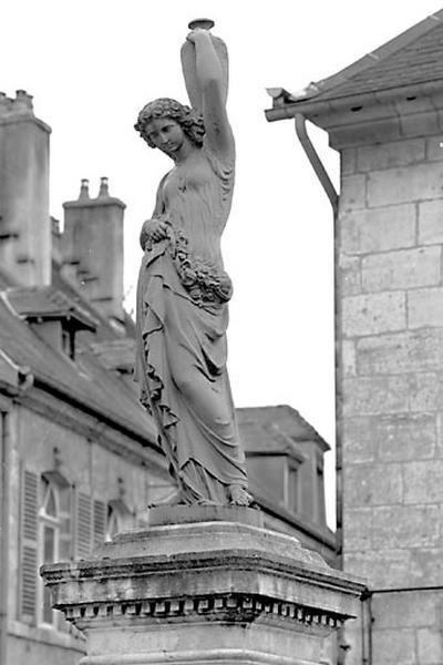 Statue : nymphe dite la Samaritaine