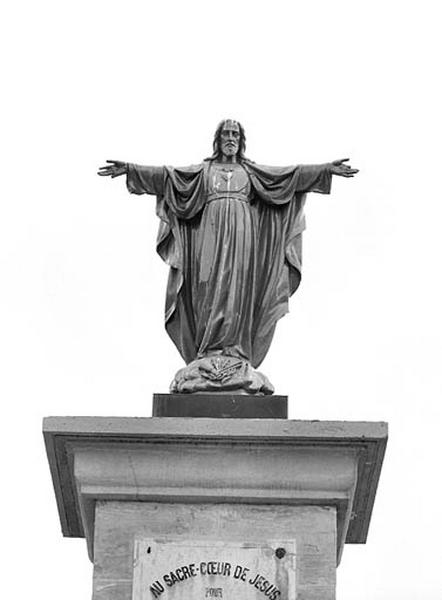 statue : Christ du Sacré-Coeur