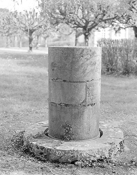 Lunette astronomique et instrument d'enregistrement (lunette équatoriale photographique Secrétan)