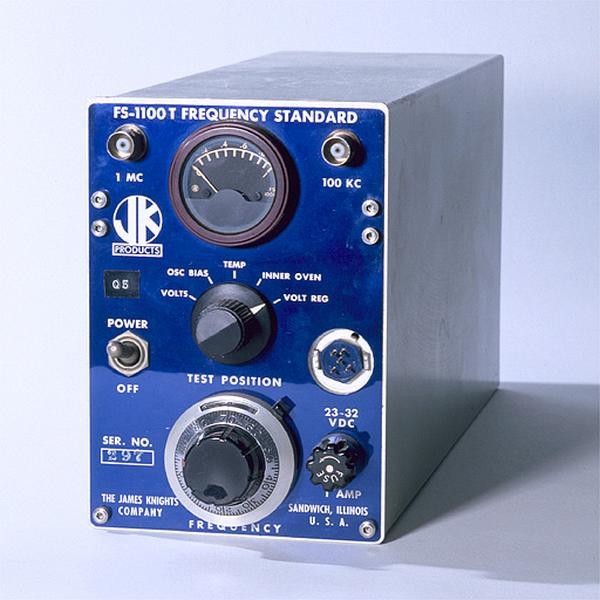 Générateur d'ondes (étalon de fréquence à quartz de la James Knight Company)