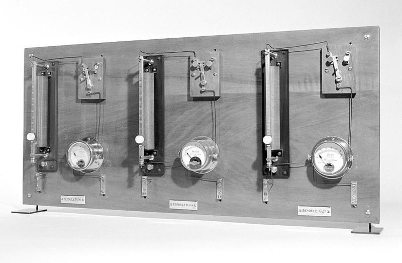 4 horloges à pression constante (régulateurs astronomiques Leroy)