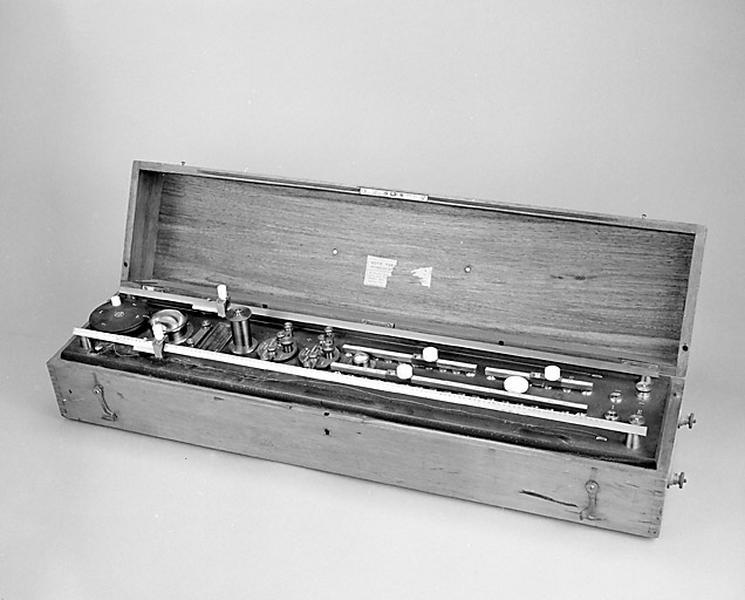 instrument de mesure de forces électromotrices (potentiomètre Chauvin et Arnoux)