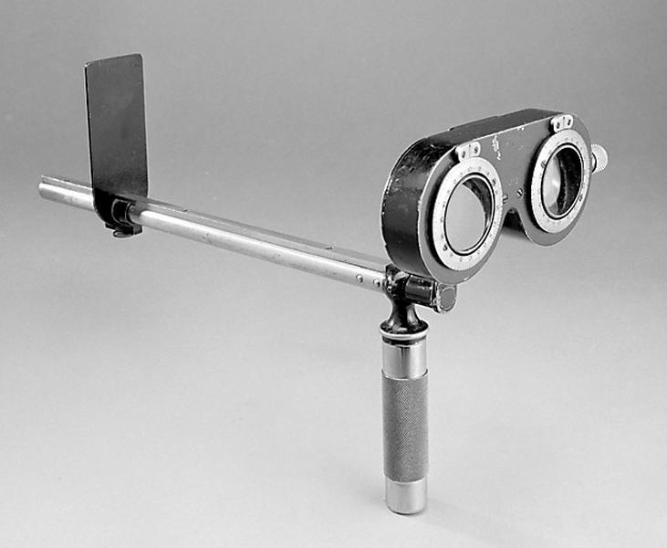 Instrument de mesure des angles en optique et d'ophtalmologie (optomètre SOM)